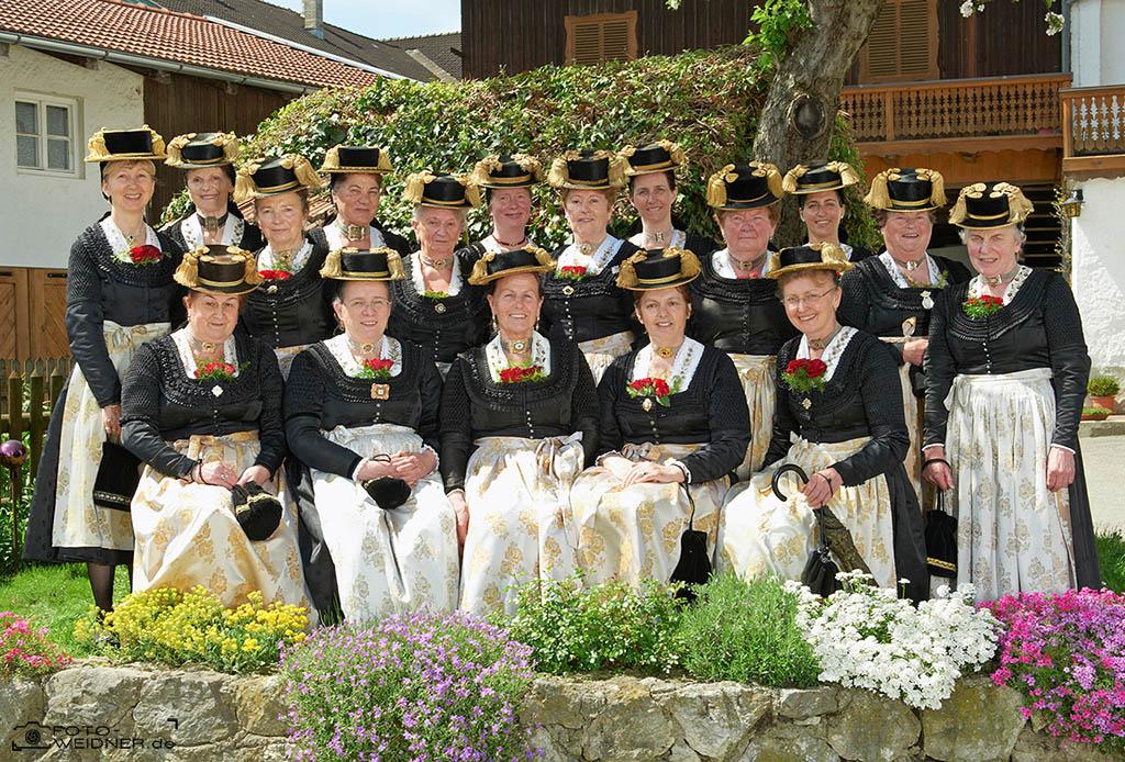 Gruppenfoto für Vereine GTEV Rimsting Röckefrauen