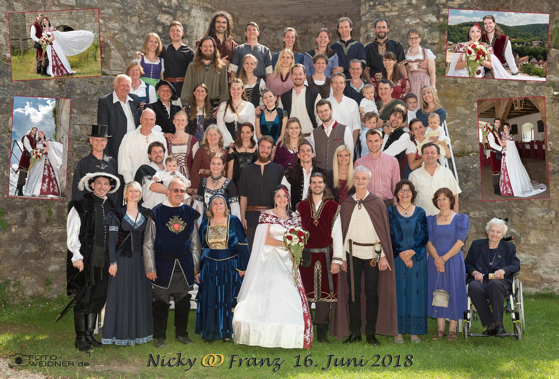 Gruppenfoto der Mittelalterhochzeit auf Burg Pappenheim