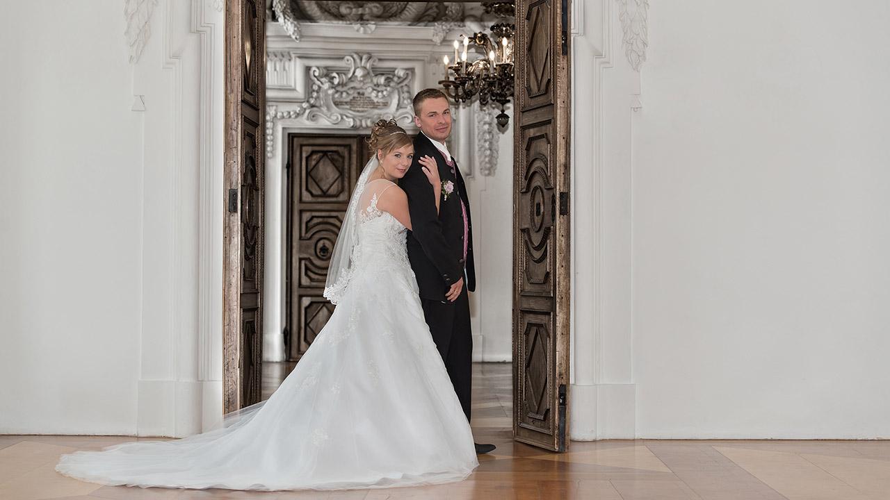 Hochzeitsfotos vom Ehepaar in Aschau im Schloss Hohenaschau
