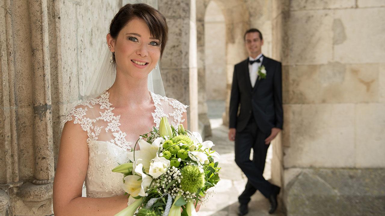 Hochzeitsfotos vom Ehepaar in Regensburg am Dom