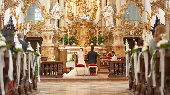 Foto Weidner Hochzeitsfotos Reportage Kirche Trauung Ehepaar Altar