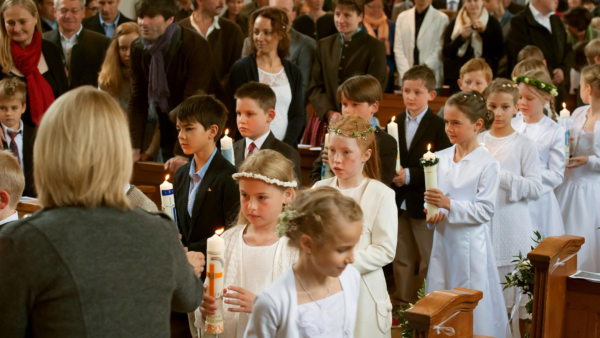 Reportage Kommunionkinder Einzug in die Kirche