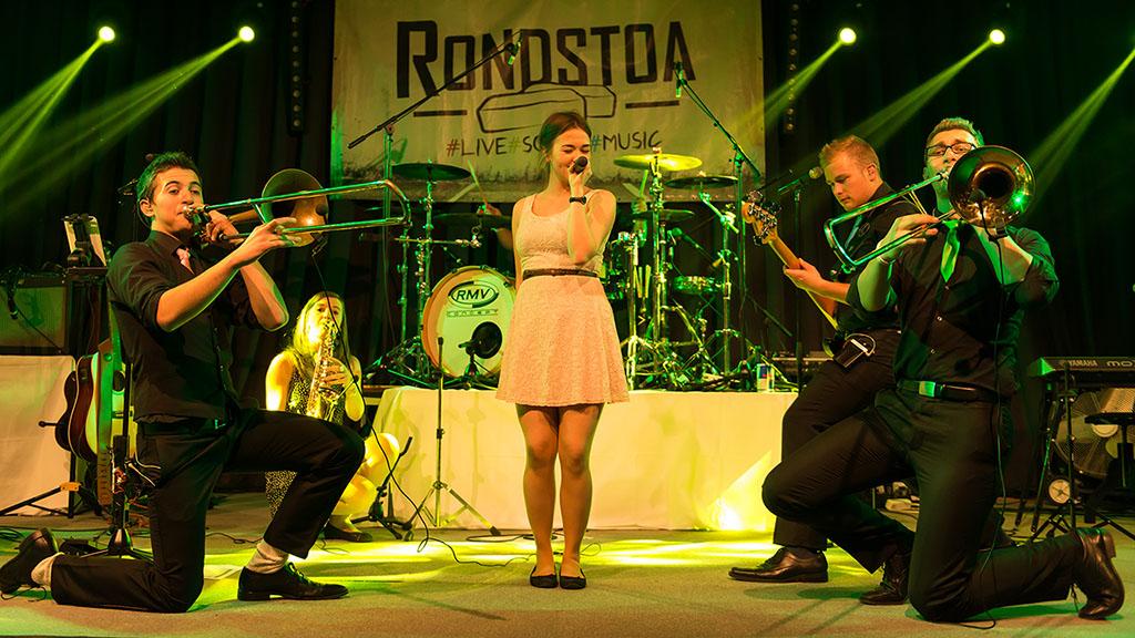 Konzertfotografie Konzert der Rock-Pop-Coverband und live Partyband Rondstoa