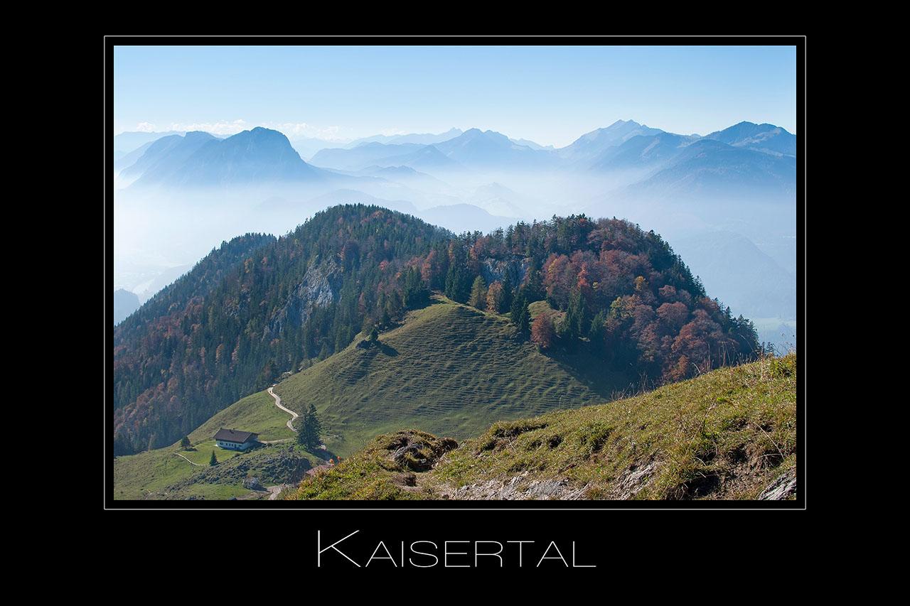 Landschaftsfotografie Blick vom Kaisergebirge ins Kaisertal Richtung Kufstein in Tirol Oesterreich