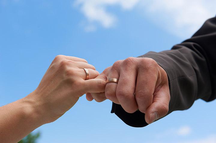 Foto Weidner Hochzeitsfotos - Hochzeitsfotograf in Schongau - Portraits Fotos der Ringe Eheringe
