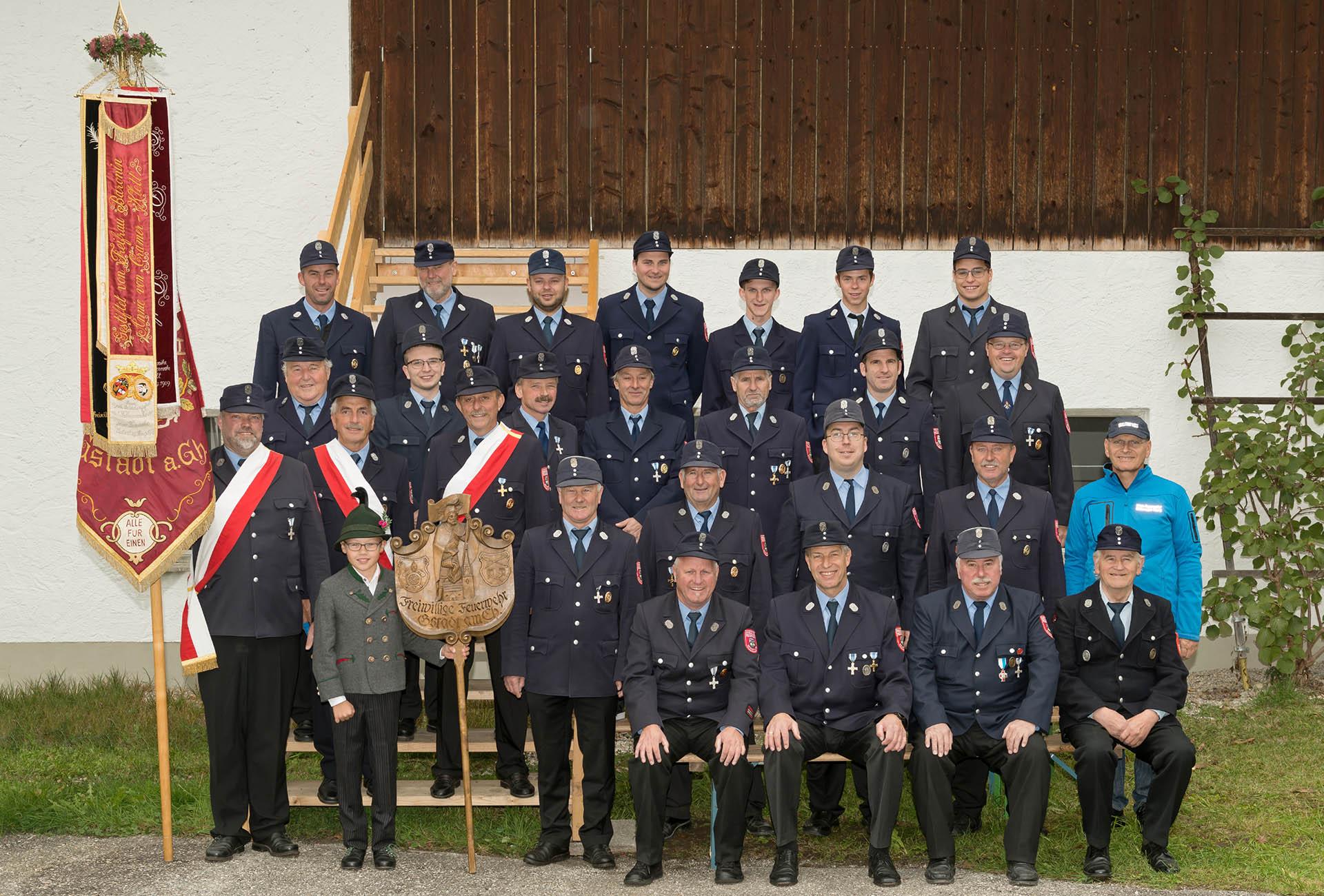 Foto Weidner Gruppenfoto für Vereine FFW Freiwillige Feuerwehr Gstadt