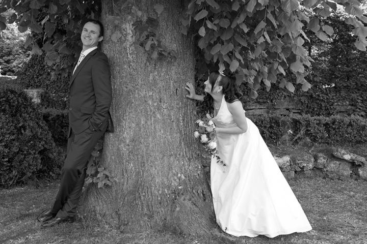 Foto Weidner Hochzeitsfotos - Hochzeitsfotograf in Schongau - Portraits Ehepaar unter Baum in Schongau