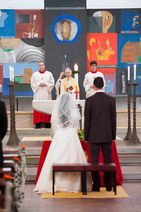 Foto Weidner Hochzeitsfotos - Hochzeitsfotograf in Schongau - Reportage kirchliche Trauung Ehepaar vor Altar