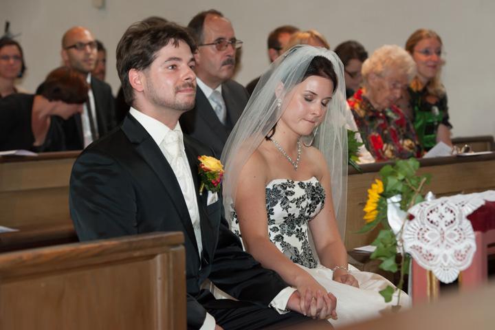 Foto Weidner Hochzeitsfotos - Hochzeitsfotograf im Schloss Seefeld - Reportage Ehepaar bei kirchlicher Trauung