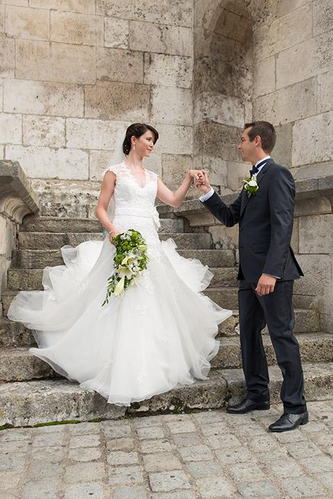 Foto-Weidner-Hochzeitsfotograf-Regensburg-Hochzeitsfotos-Portraits-Dom-Treppe-Ehepaar