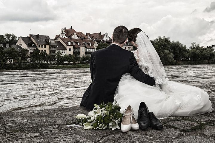 Foto-Weidner-Hochzeitsfotograf-Regensburg-Hochzeitsfotos-Portraits-Ehepaar-Donau-Wurstlkuchl