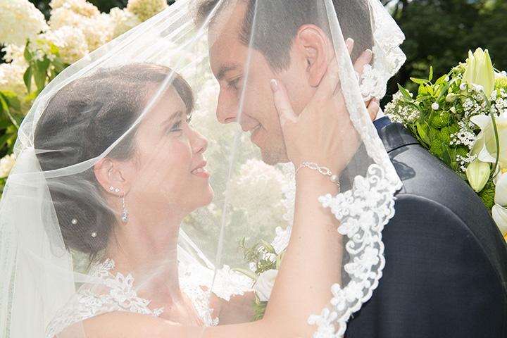 Foto-Weidner-Hochzeitsfotograf-Regensburg-Hochzeitsfotos-Portraits-Ehepaar-Schleier-Schloss-Emmeram-Park
