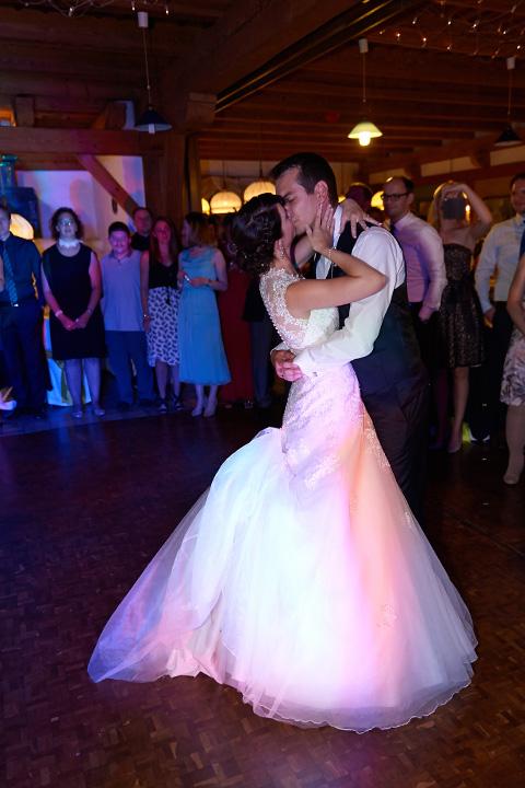 Foto-Weidner-Hochzeitsfotograf-Regensburg-Hochzeitsfotos-Reportage-Feier-Tanz-Brautpaar